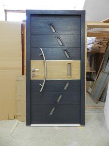 4. Vhodna hrastova vrata  barvana po RAL-u