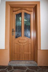 14. Vhodna macesnova vrata narejena po skici