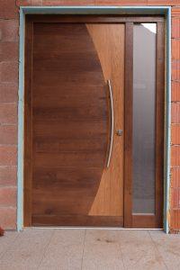 16. Vhodna hrastova vrata z obsvetlobo