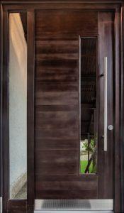 9. Vhodna smrekova vrata barvana po barvni lestvici (tankoslojna lazura) z obsvetlobo