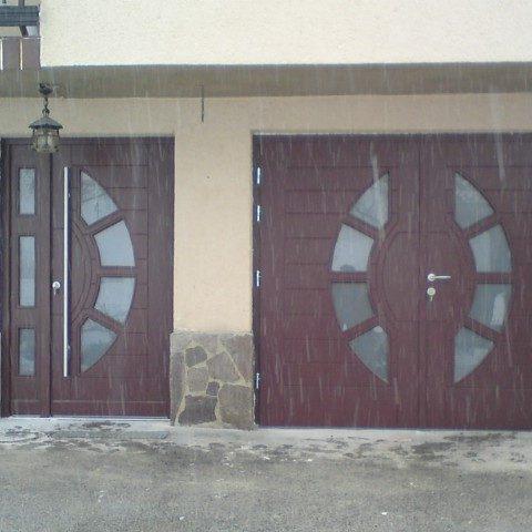 Vhodna in garažna vrata Kompas