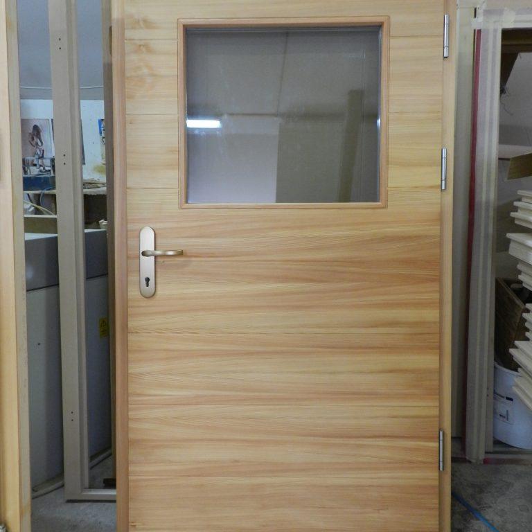 Vhodna vrata Press – macesen čista z steklom