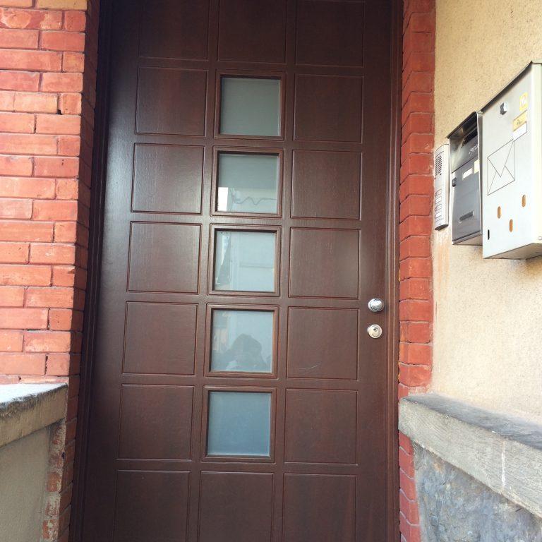 Vhodna vrata po skici/sliki