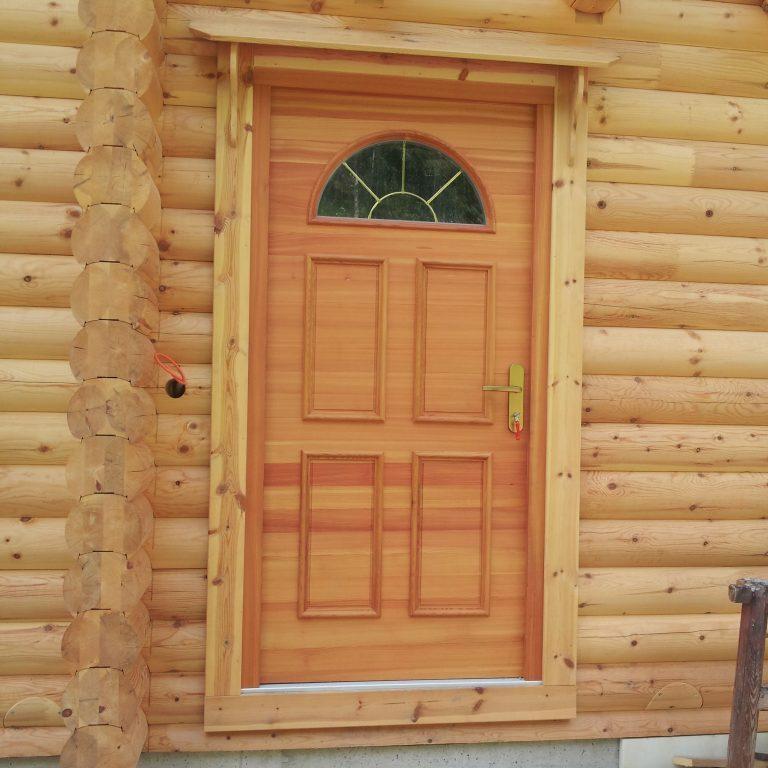 Vhodna vrata Rinka – macesen